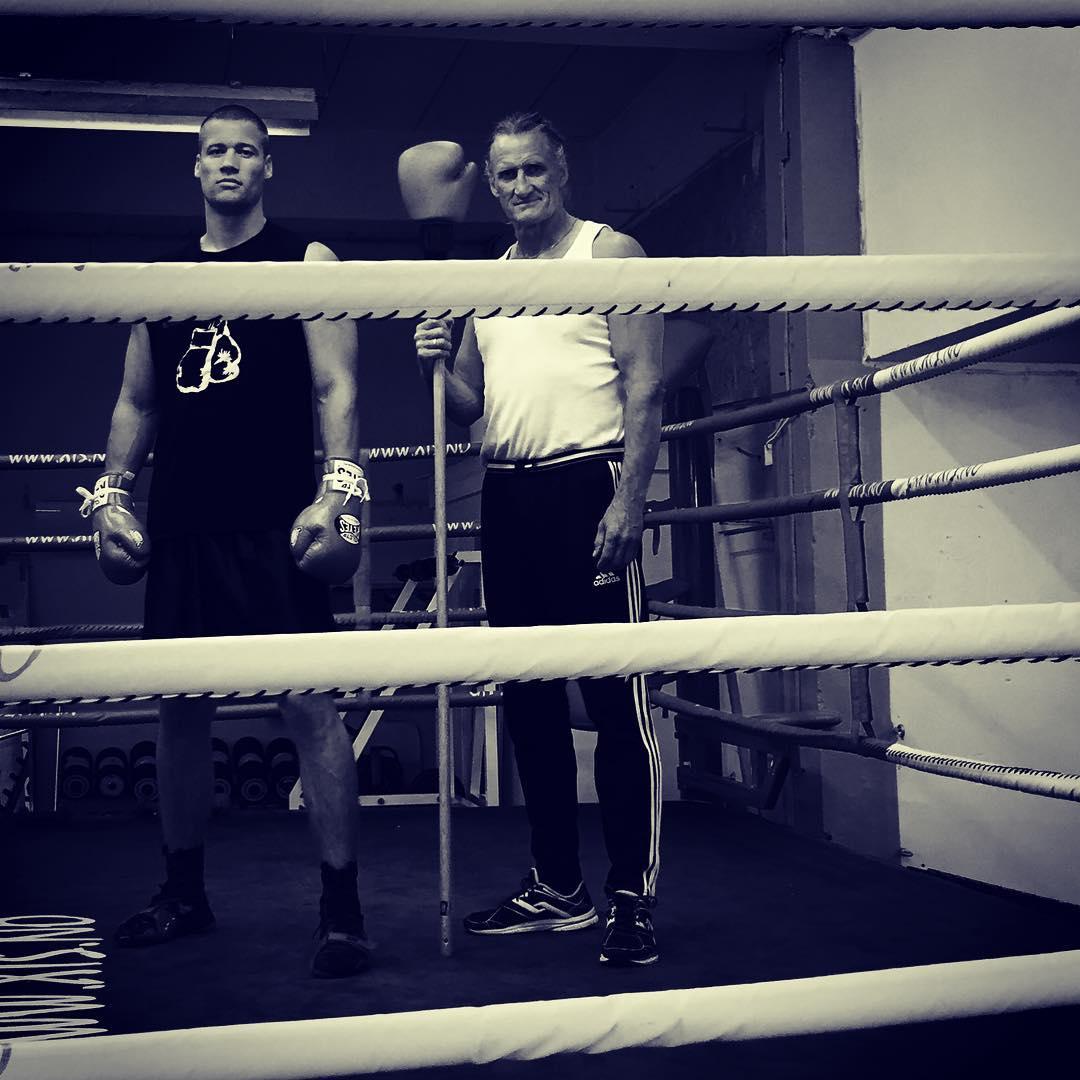 ??? #teamhavnaa #familyfirst #training #boxingtime #proboxer #eirshelsehus #aktivtreningarendal #nutraminonorge #smile